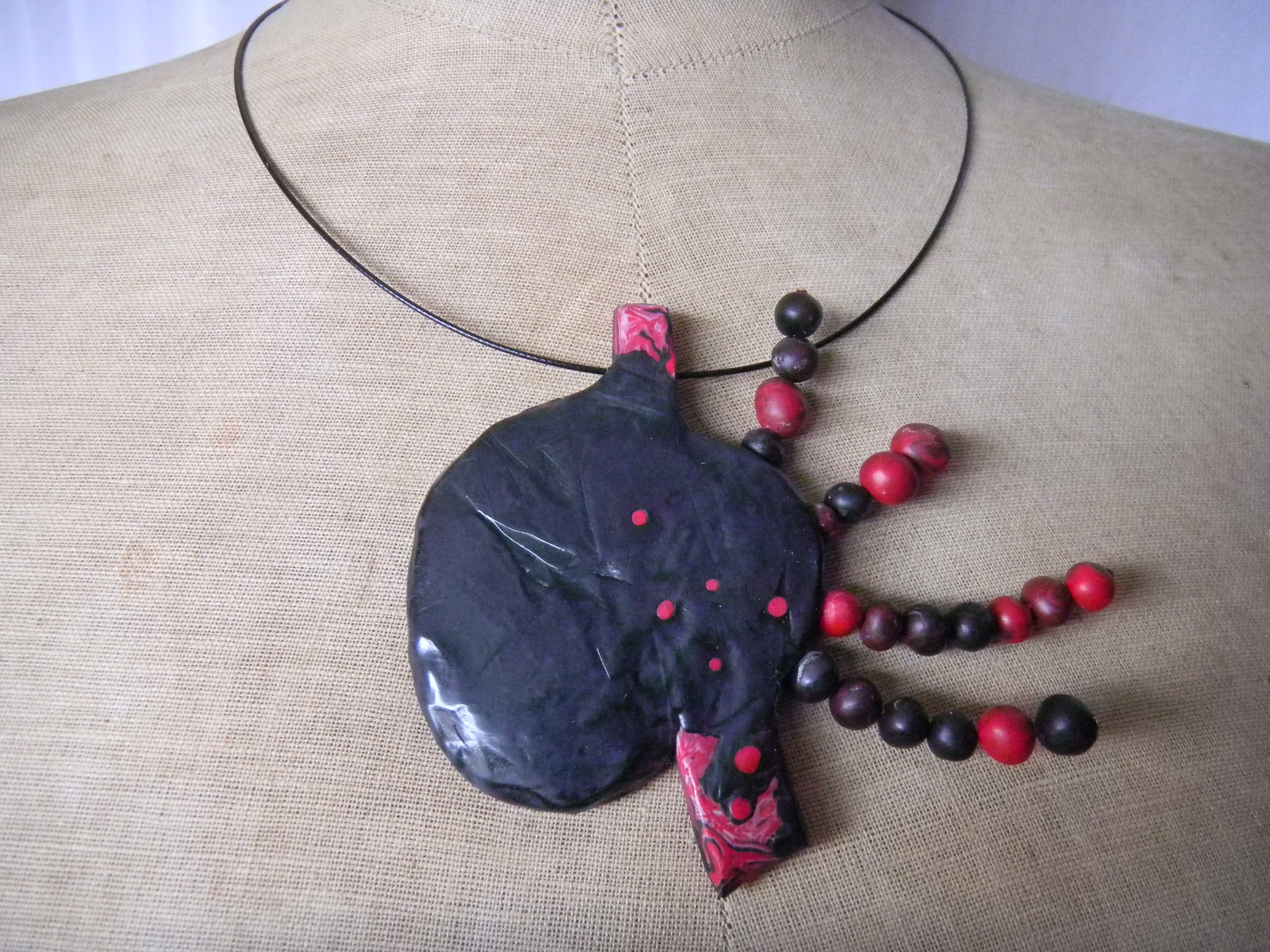 Louise.h bijoux collier rouge noir