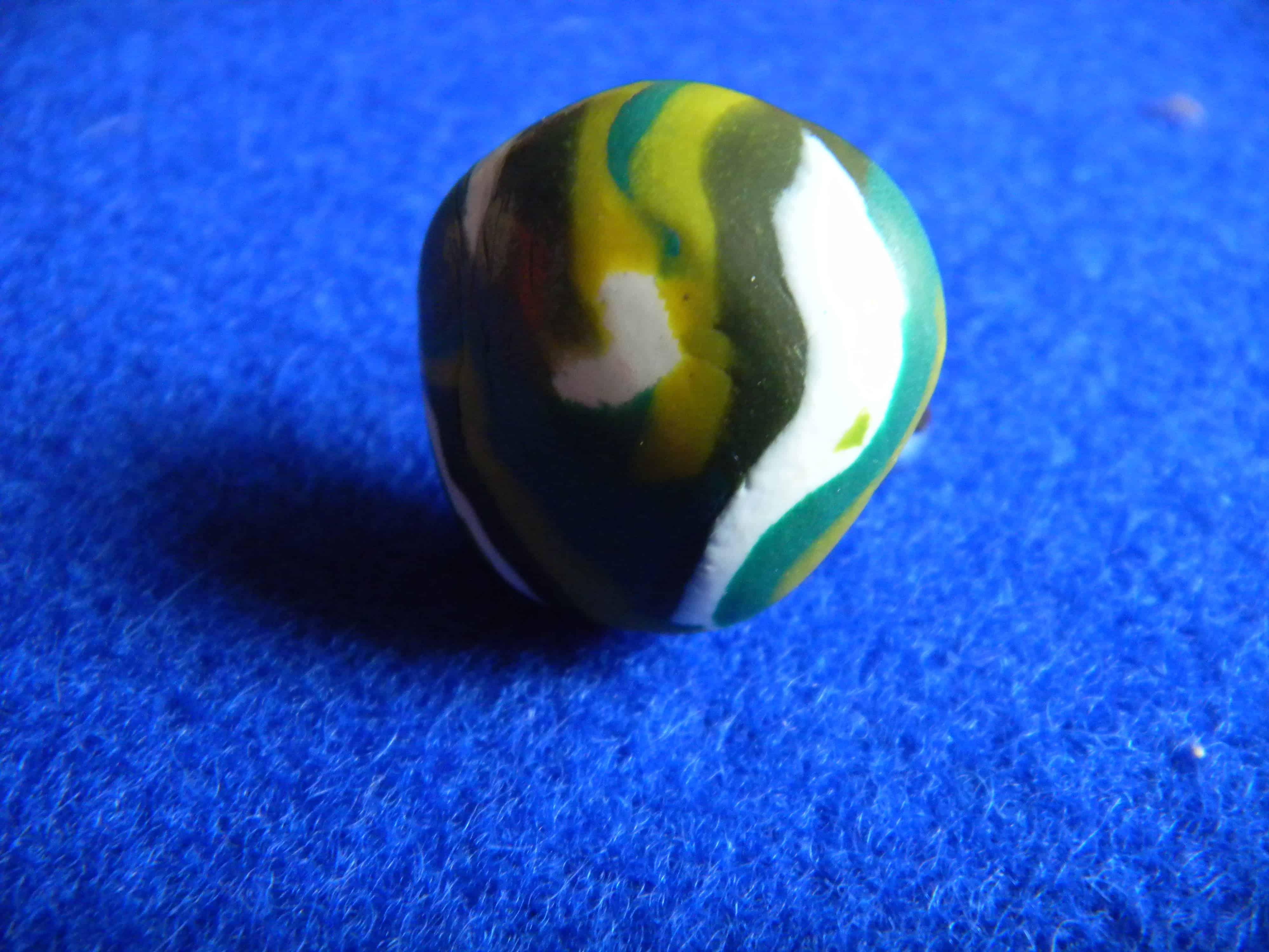 Louise.h bijoux Bague en polymère verte et blanche