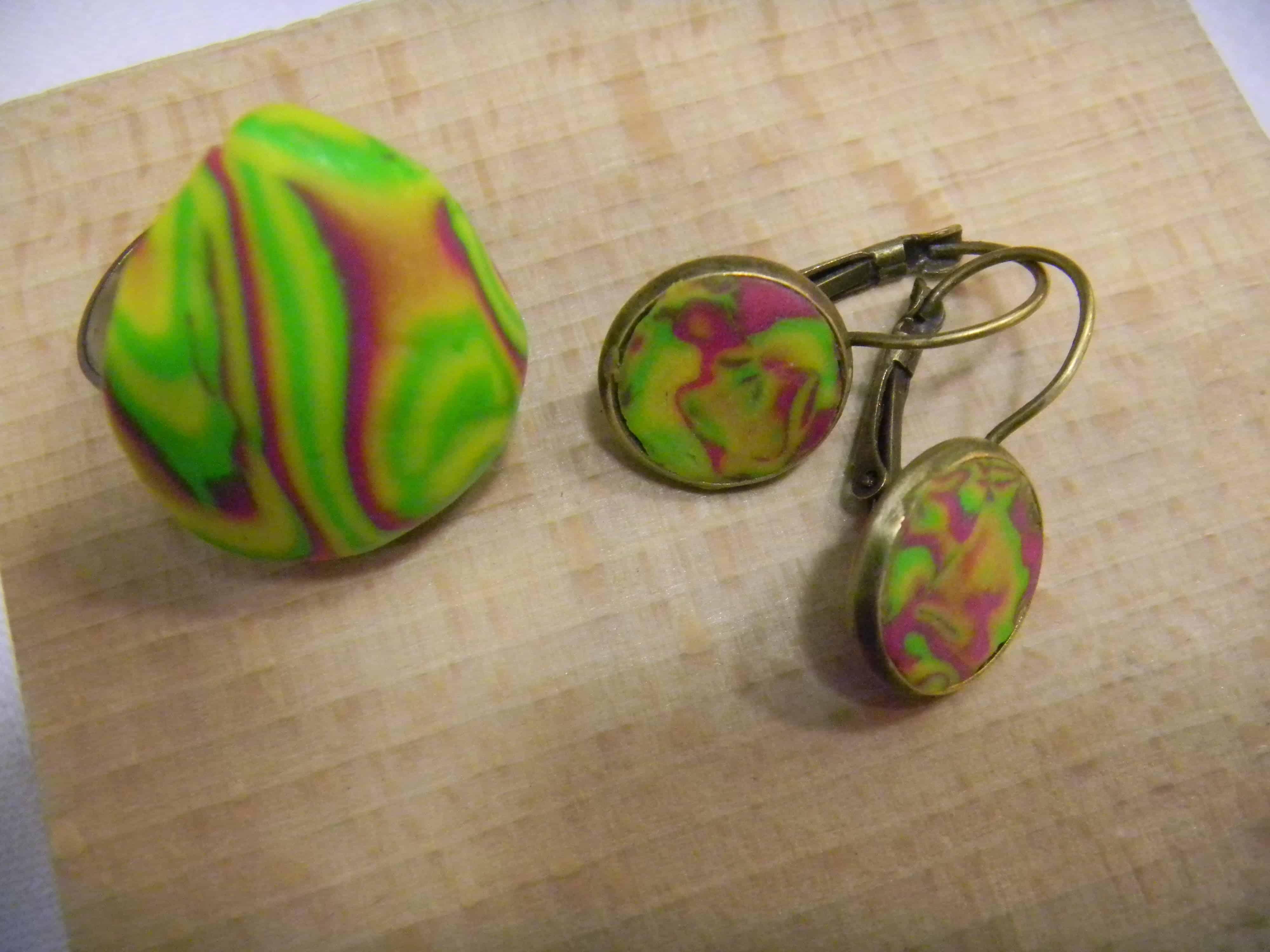 Louise.h bijoux bague et boucles d'oreille vert et rose en polymère