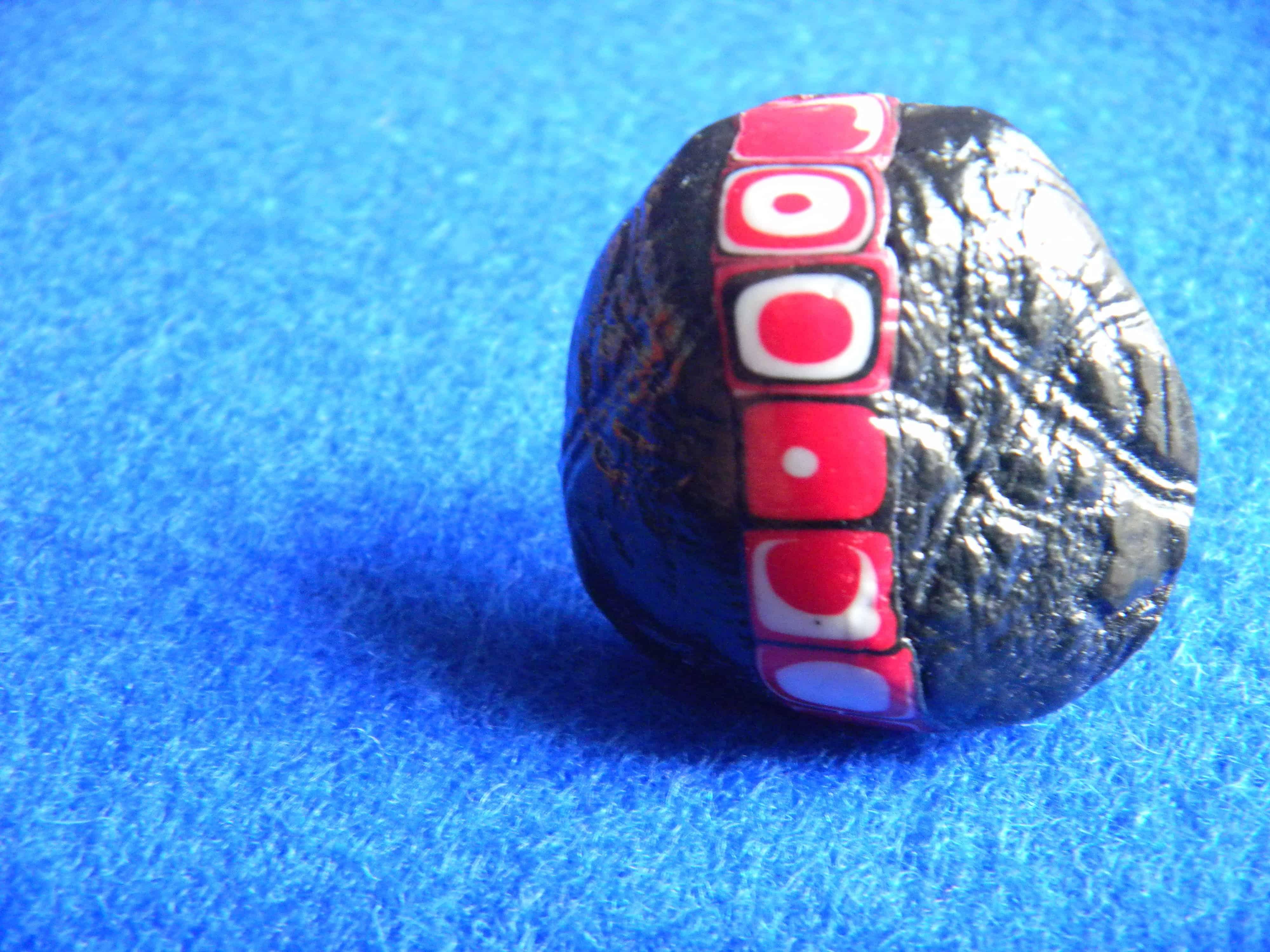 Louise.h bijoux bague noire et rouge en polymère