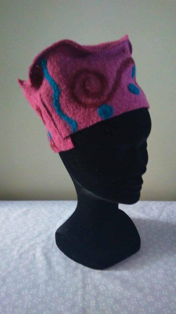 Louise.h accessoires chapeau en laine bouillie rose et feutrage à l'aiguille