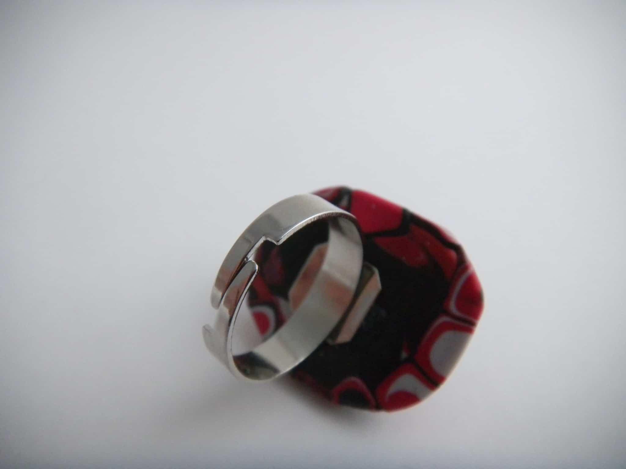 Louise.h bijoux Bague noire et rouge dos