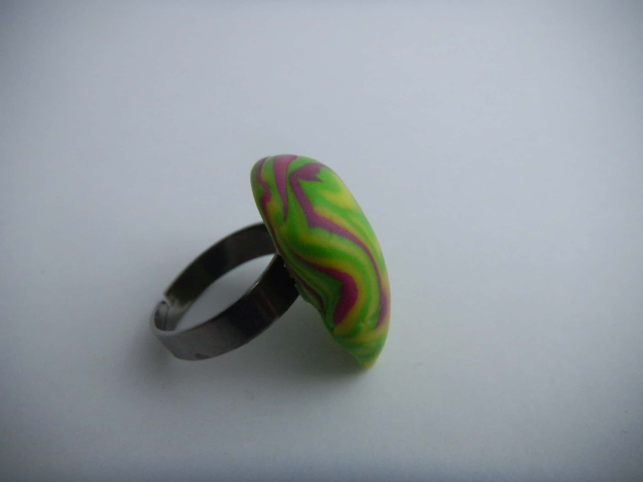 Louise.h bijoux Bague polymère verte et rose côté 4