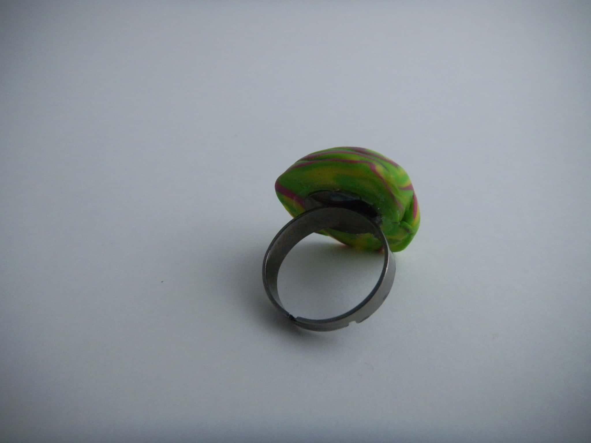 Louise.h bijoux Bague polymère verte et rose dos