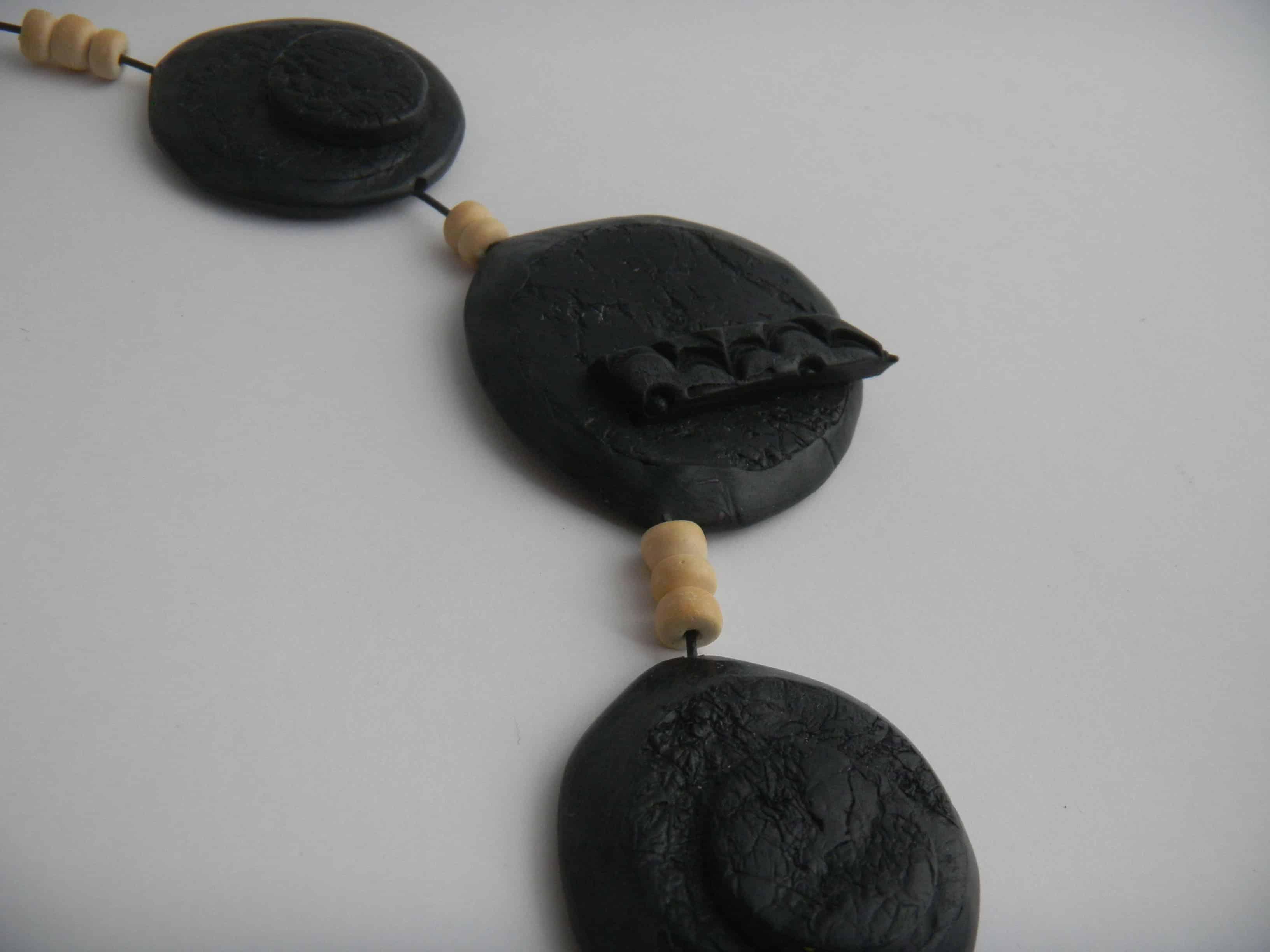Louise.h bijoux collier noir et bois