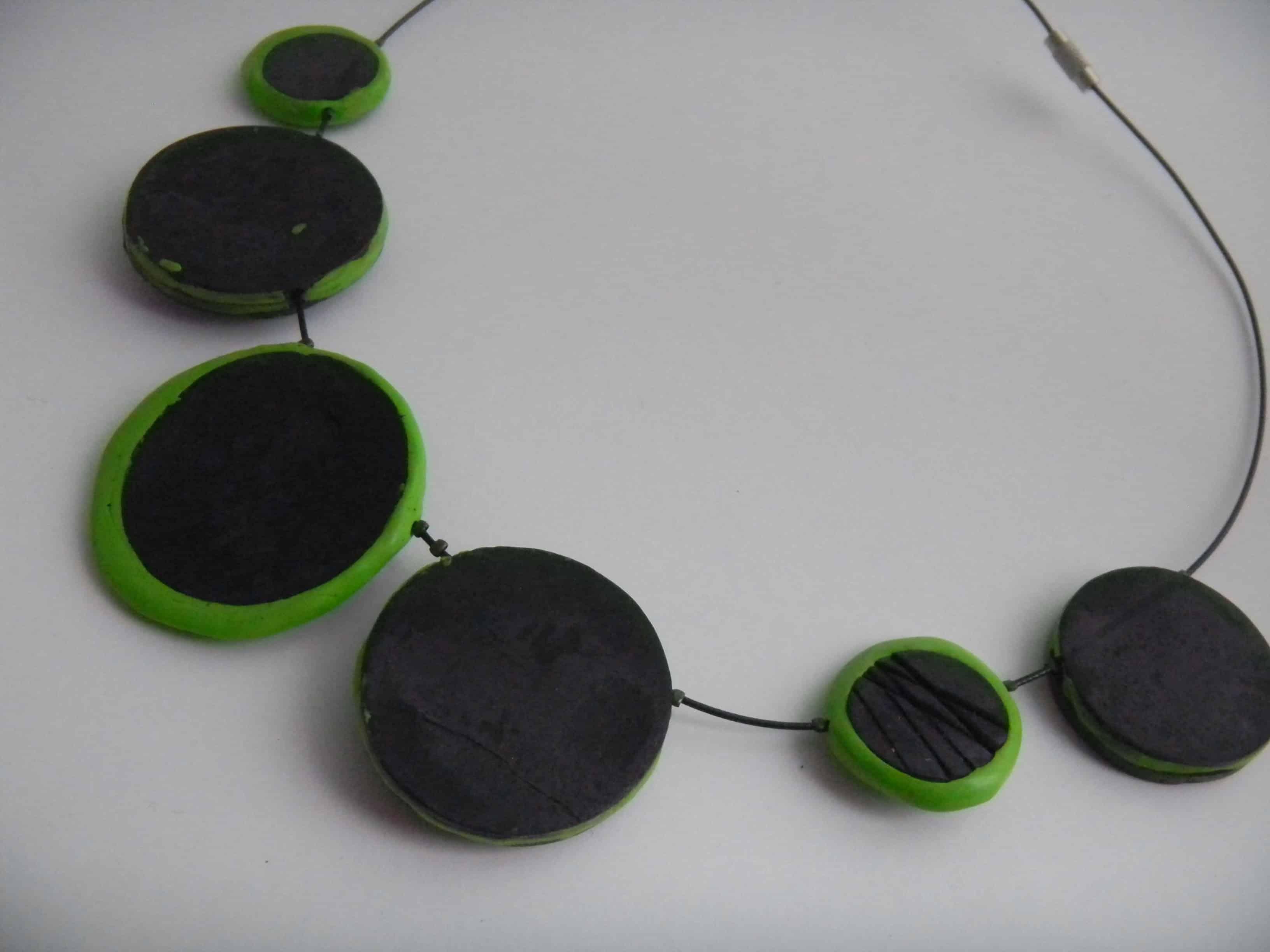Louise.h bijoux collier noir et vert dos