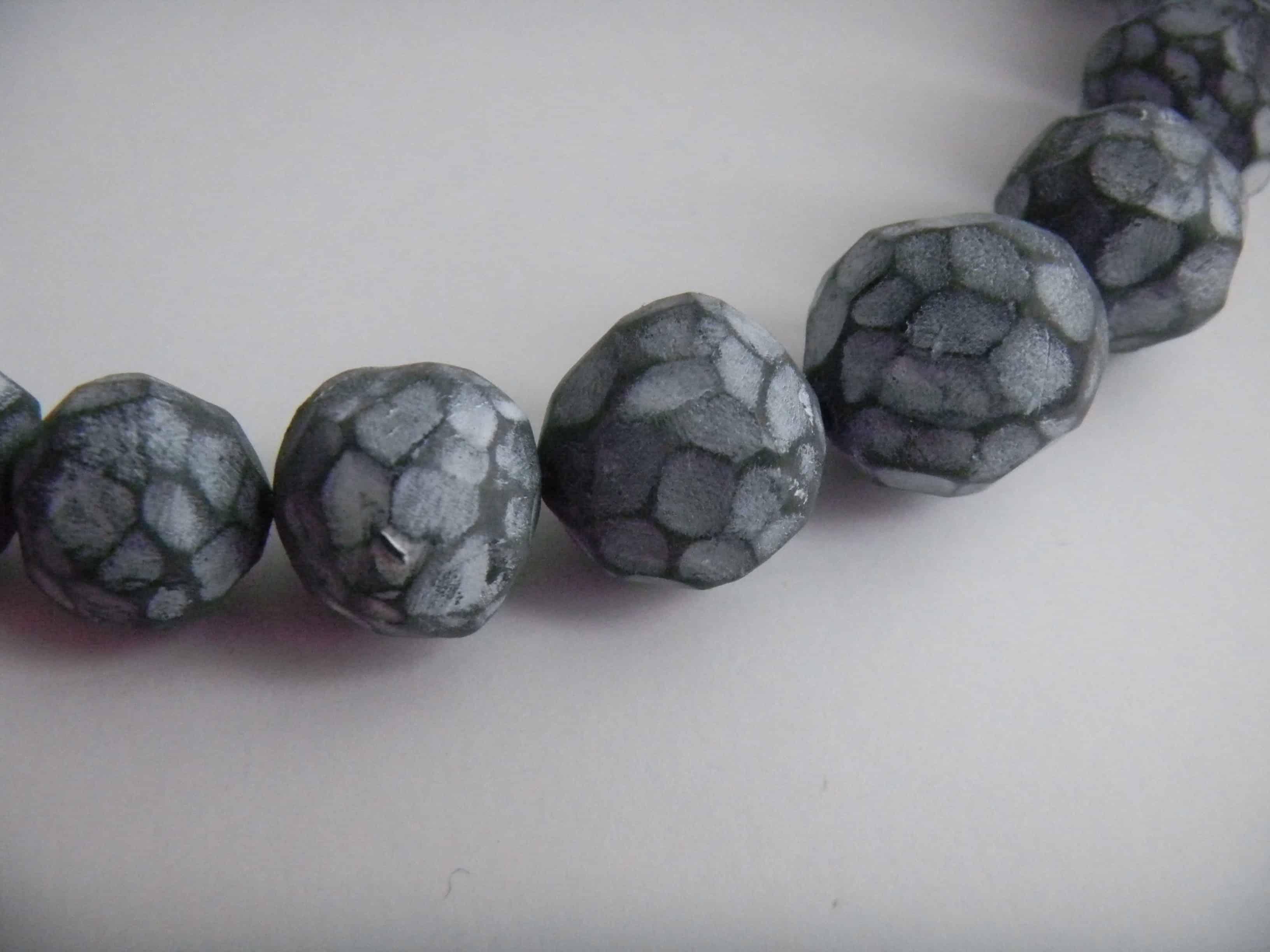 Louise.h bijoux collier noire et blanc