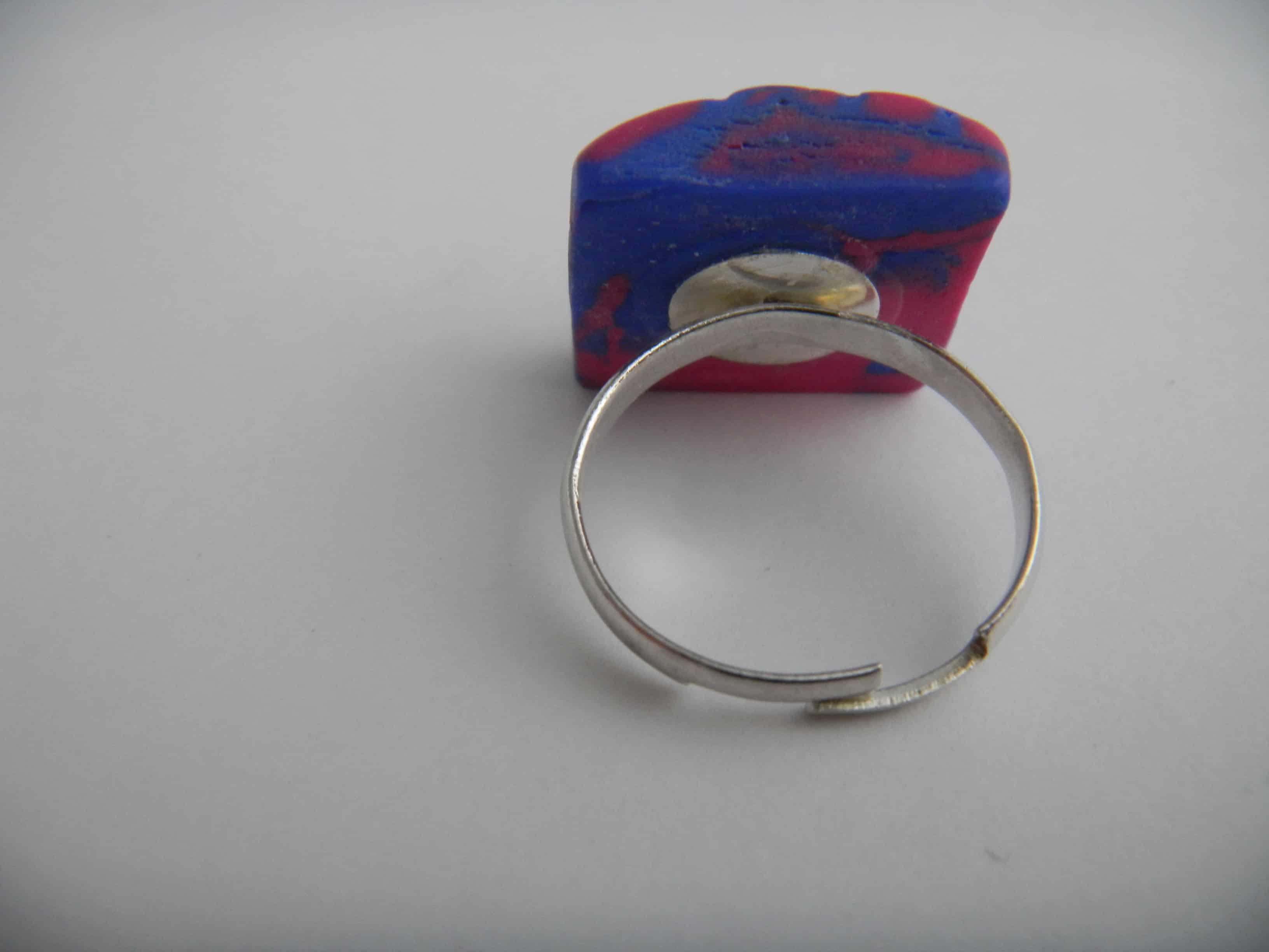 Louise.h bijoux bague bleue et rose carré dos