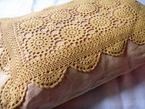 Louise .h décoration coussin crochet teint naturel